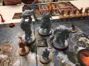Au début du Troisième Âge, un affrontement de Monstres Géants en Muspelheim... que les Serpents (en jaune) gagnèrent