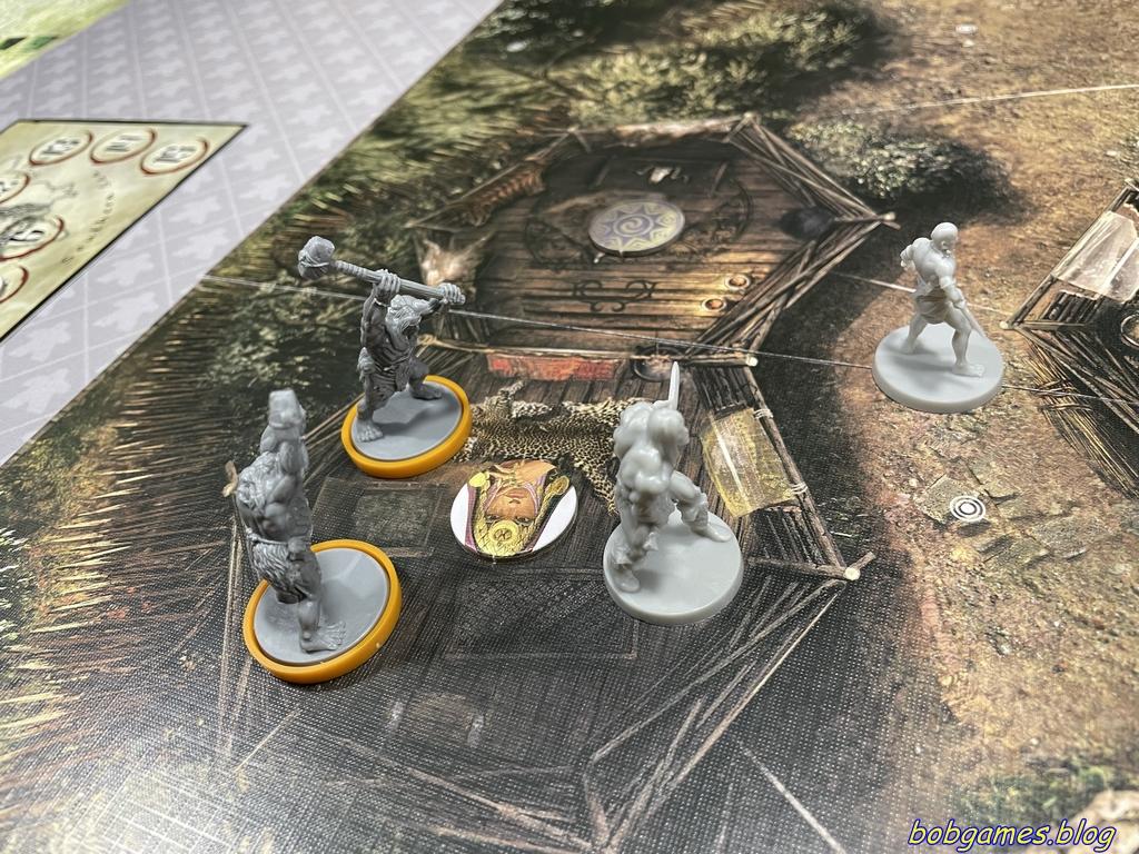 Conan qui défend la prêtresse dans la hutte
